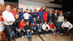 Marc Coma, con los pilotos españoles del Dakar en Barcelona
