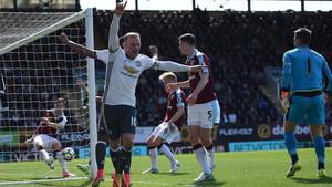 Rooney encarriló el triunfo con un gol de oportunista