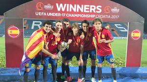 De izquierda a derecha, Mate, Sergio Gómez, Abel Ruiz, Juan Miranda, Eric García y Jandro Orellana