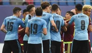 Los jugadores de Uruguay y Venezuela llevaron la batalla al hotel