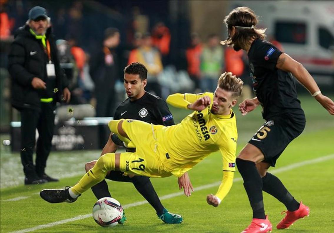 El Villarreal sólo reaccionó cuando los turcos se quedaron con diez