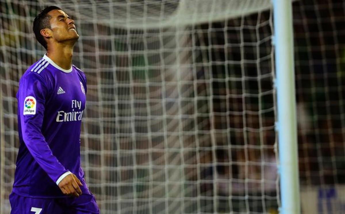 """Thể lực suy giảm, Ronaldo buộc phải """"dùng thuốc"""""""