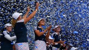 Las jugadoras estadounidenses celebran su éxito