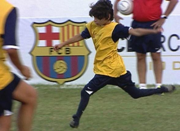 Niño Brasilero nace sin piés y juega al futbol