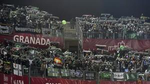 La afición del Betis se desplazó en masa a Granada