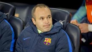 Andrés Iniesta, en el banquillo del Camp Nou