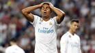 Casemiro se lamenta durante el Real Madrid-Real Betis; al fondo, Cristiano Ronaldo