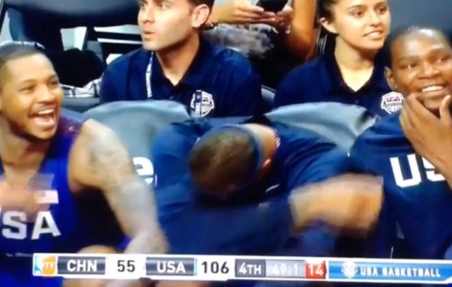 Cousins, Anthony y Durant, entre risas en el banquillo