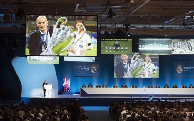 Florentino P�rez, durante la asamblea