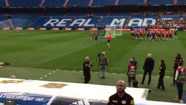 Así recibió el Bernabéu a Gerard Piqué
