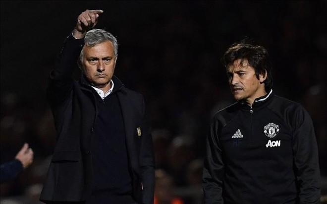 Mourinho y su segundo, el tambi�n portugu�s Rui Faria
