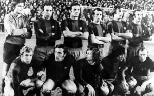 Una formación del FC Barcelona de la temporada 1973-74. La que ganó 0-5 en el Bernabéu