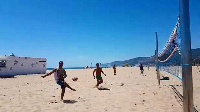 Ronaldicho vuelve a la playa de Casteldefels