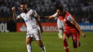 Lucas Lima negó haber llegado a un acuerdo con el Barcelona