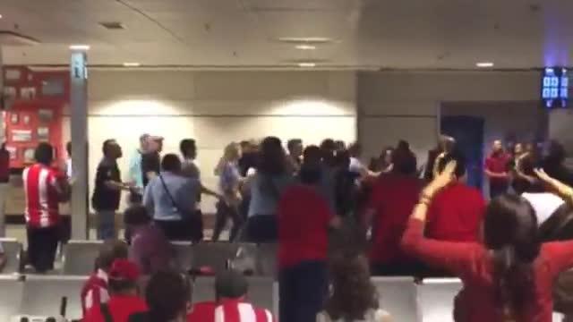 Aficionados del Madrid y del Atl�tico durante la pelea