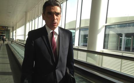 Albert Soler, en el aeropuerto de El prat este mi�rcoles por la ma�ana