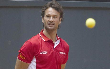 Carlos Moy� no sigue en la Copa Davis