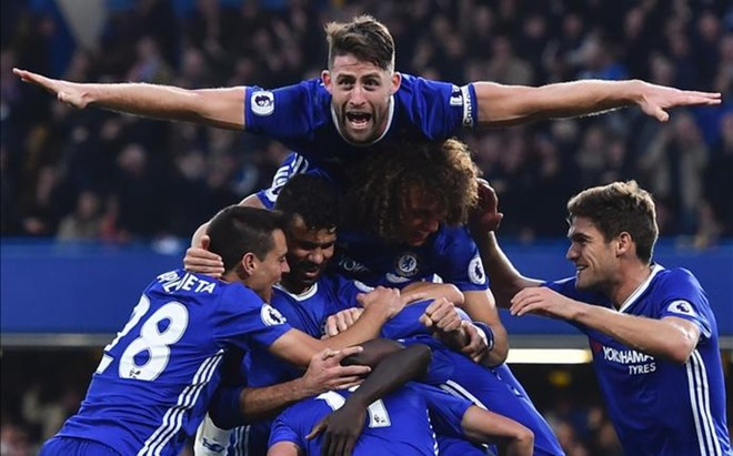 El Chelsea celebra uno de los tantos de la goleada.