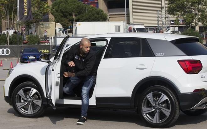 Los futbolistas del Barcelona se subieron a sus nuevos Audi