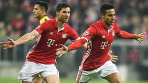 Thiago marcó dos de los cinco goles en la exhibición del Bayern