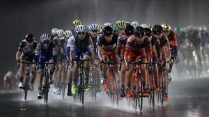 La última etapa se disputó de noche, en el circuito de F-1 y bajo una intensa lluvia