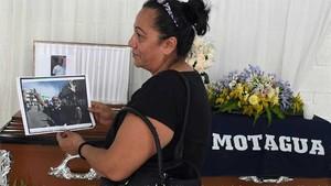 Reina Fuentes, en el funeral de su esposo