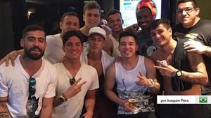 Los Toiss acompañan a Neymar a todas partes