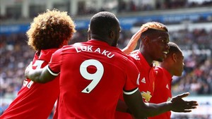 Lukaku y Pogba lideraron al United