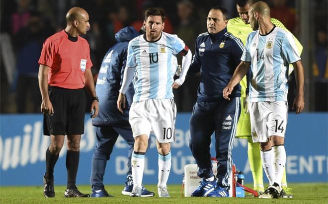 Messi tuvo que abandonar el partido