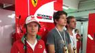 Mick Schumacher, de visita en el box de Ferrari