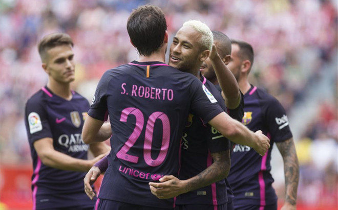Sergi Roberto festeja con Neymar la goleada ante el Sporting