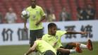 Filipe Luis se divirtió con Neymar en el entrenamiento