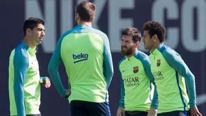 Luis Suárez, GerardPiqué, Leo Messi y Neymar Junior en un entrenamiento del FC Barcelona en la semana del clásico contra el Real Madrid. Al final, Neymar no entró en la lista de Luis Enrique