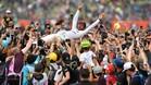 Hamilton, en volandas tras su quinta victoria en Gran Bretaña