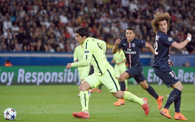 Luis Suárez dejó retratado a David Luiz en dos ocasiones. Las dos acabaron en gol