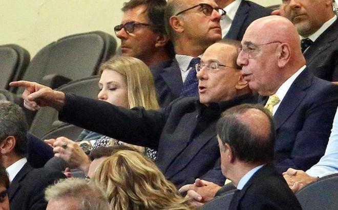 Silvio Berlusconi, junto al vicepresidente del Milan Adriano Galliani