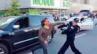 Vea la incre�ble pelea de un excampe�n de lucha con la polic�a