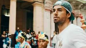Enrique Iglesias, en el nuevo videoclip de Súbeme la radio