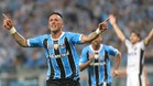 Lucas Barrios celebra su gol