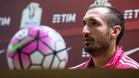 Chiellini da la bienvenida a Alves en la Juventus