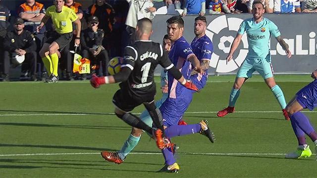 La incomprensible cantada de Pichu Cuéllar en el primer gol del Barça (ES)