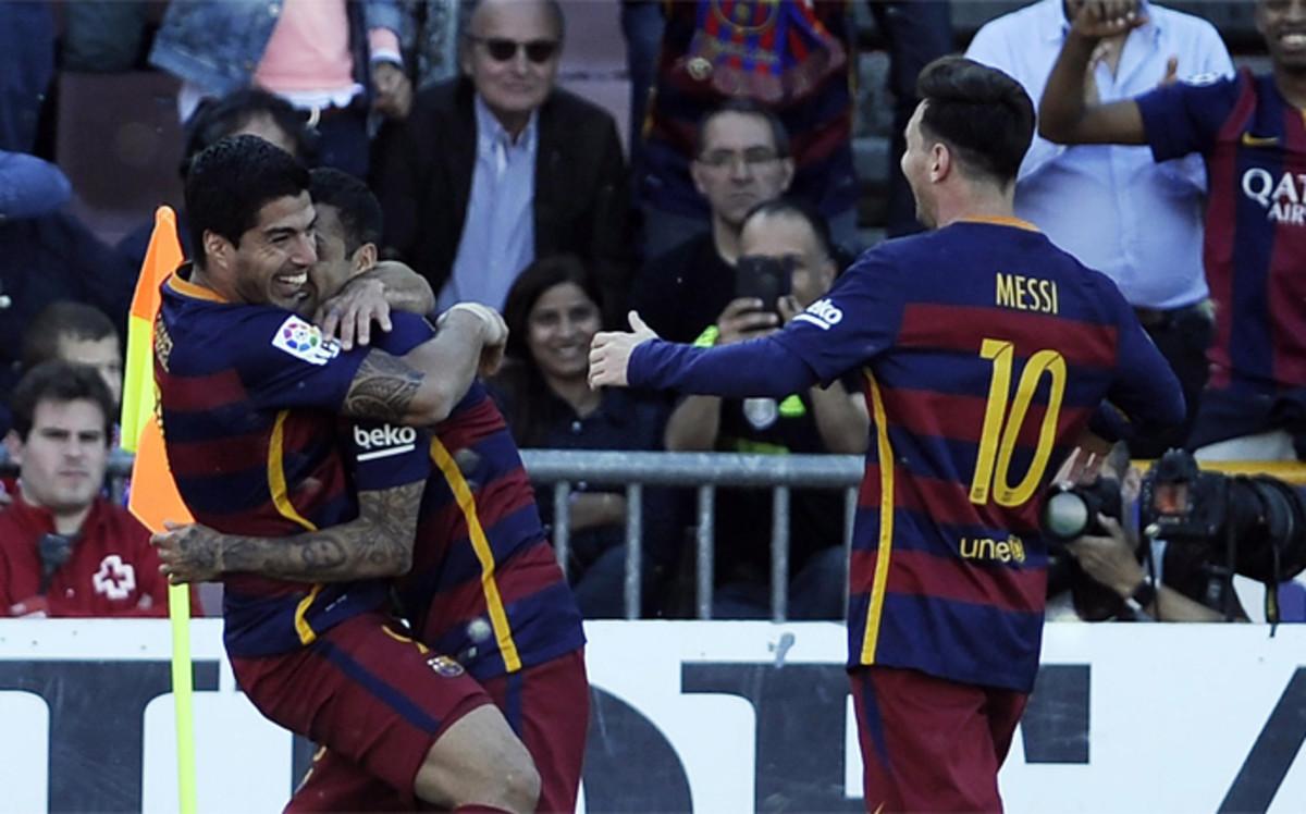El Pichichi Luis Suárez hace al Barcelona campeón de Liga en Granada