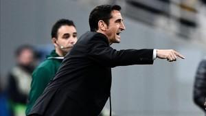 Manolo Jiménez, durante un partido del AEK