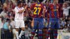 Raúl aplaude ante la mirada de Bojan, al lado de Gudjohnsen en el clásico de la temporada 07/08 que ganó el Real Madrid 4 a 1.