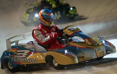 Alonso, conduciendo su kart ganador