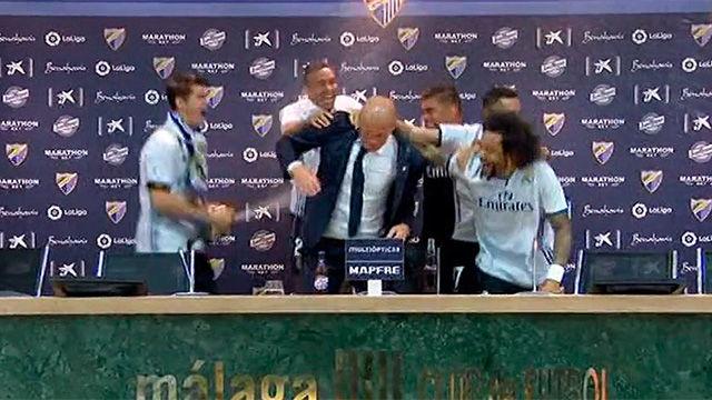 La fiesta en la rueda de prensa de Zidane
