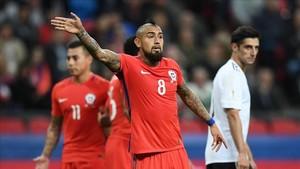 Arturo Vidal en una acción del encuentro disputado el jueves entre Chile y Alemania