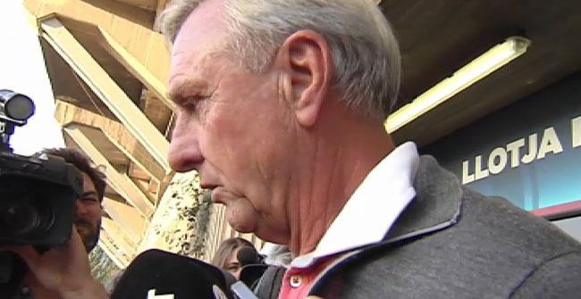 """Cruyff dice que la orden de prisi�n para Nu�ez """"ensucia la imagen del FC Barcelona"""""""