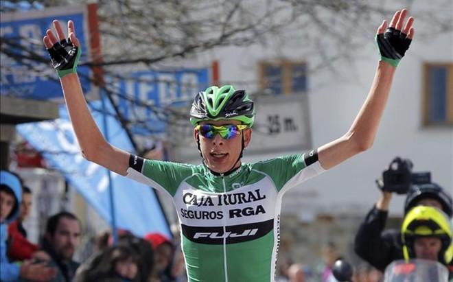 Hugh Carty celebra la victoria en El Acebo