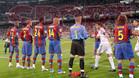 Los jugadores del FC Barcelona realizaron el pasillo a los del Real Madrid en la temporada 07/08. Además de encumbrar a los blancos como campeones, el Barça cayó derrotado 4-1 en el feudo blanco.
